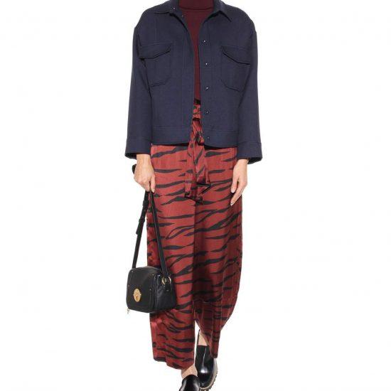 <b>Bedruckte Paperbag Pants </b>mit weitem Bein aus Stretch-Seide von Ganni,<br>ca. 330 Euro über mytheresa.com