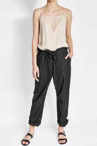 <b>Paperbag Pants aus Baumwolle und Cupro</b>von Rag & Bone<br> ca. 340 Euro, über Stylebop.com