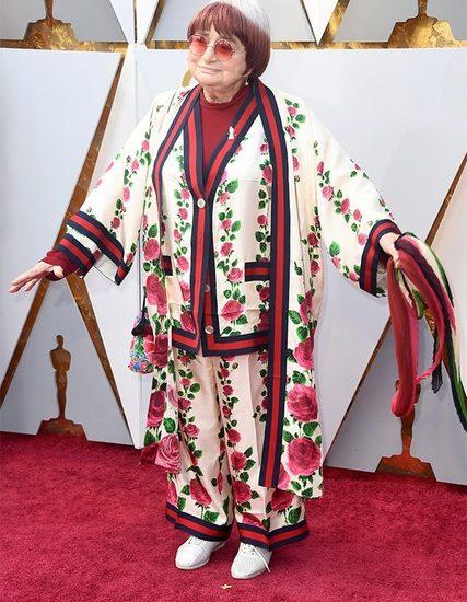 """Mit 89 Jahren ist die feministische französische Regisseurin Agnes Varda eine der ältesten Oscar-Nominierten (""""Call Me By Your Name""""-Drehbuchautor James Ivory ist der andere). Außerdem ist sie auch eine der stilvollsten Oscar-Nominierungen im Gucci-Schlafanzug."""