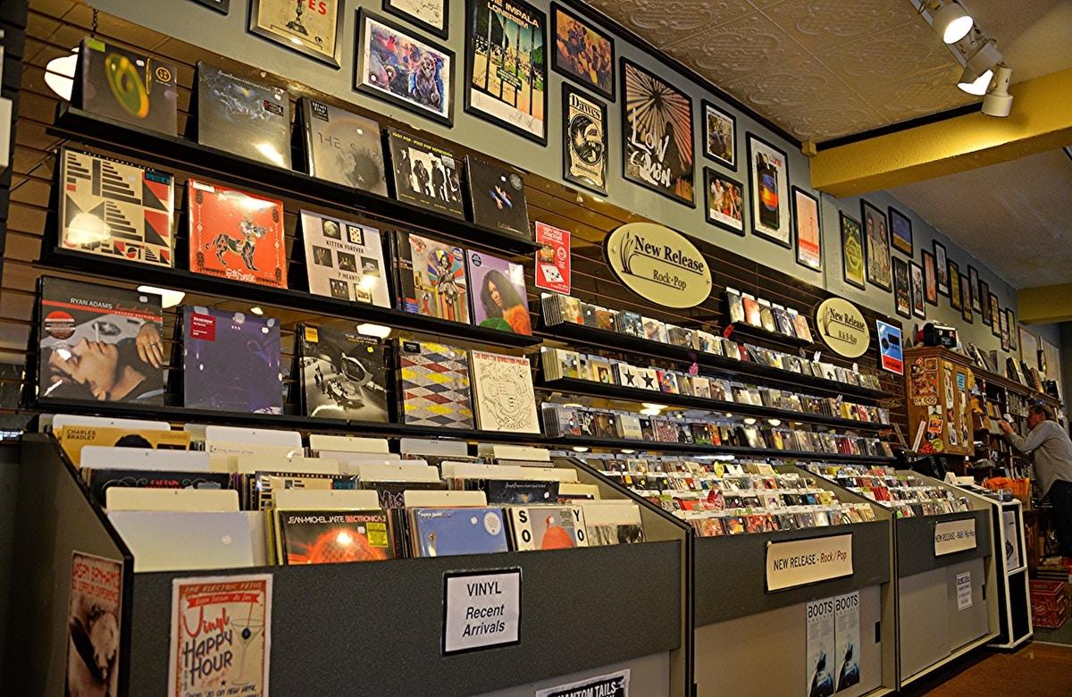 schallplatten vinyl record store shop besitzerin