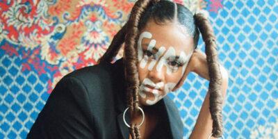 Darin liegt ihre Superpower: Shameless Maya verrät, wie sie Scham gegen Freiheit getauscht hat