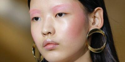 Ob für Zuhause oder unterwegs: 7 (Augen-) Make-Up Trends im Sommer 2020