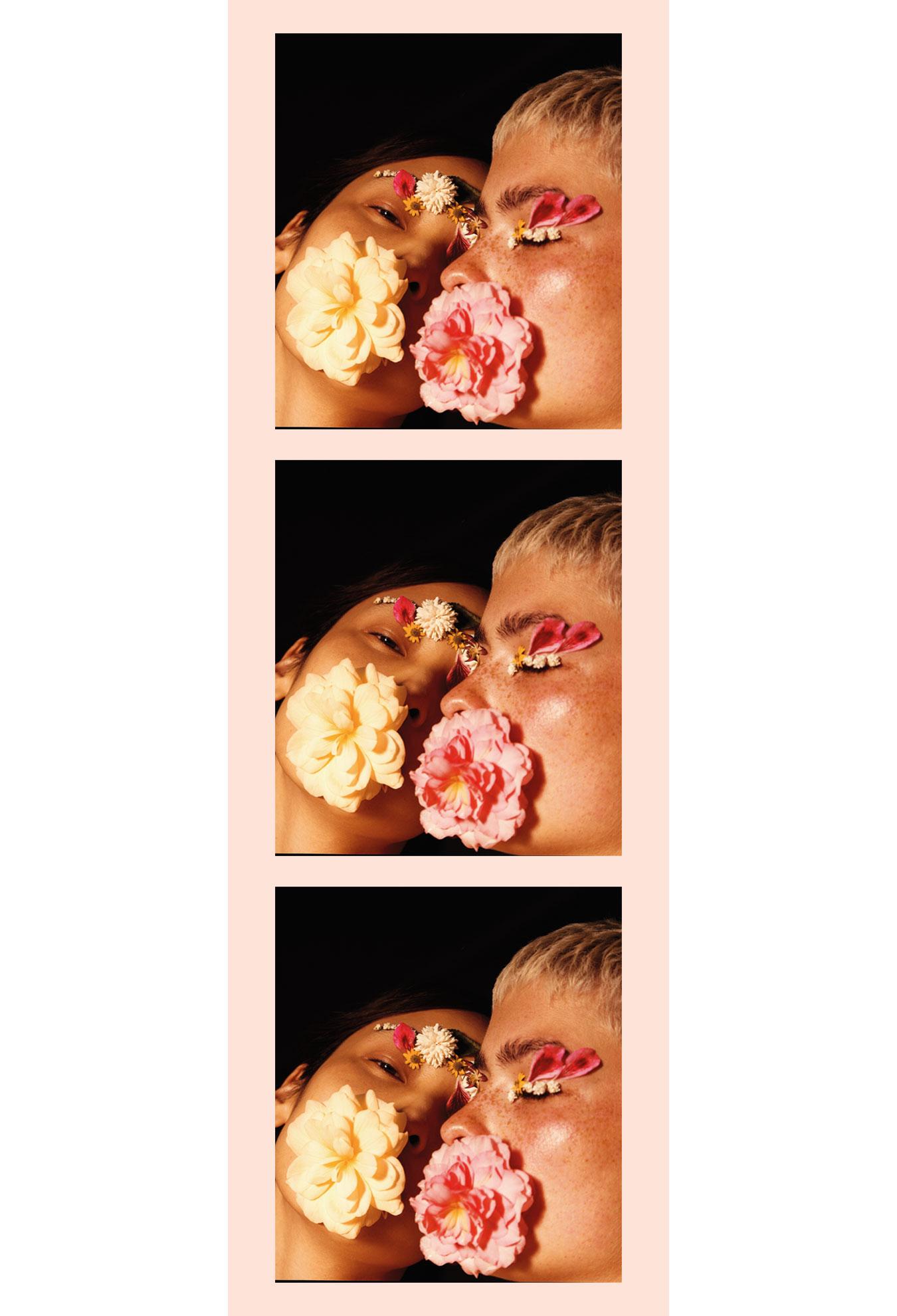 Clean Beauty zwei Frauen mit Blumenblüten im Gesicht