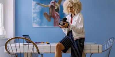 Fotoshooting mit dem Smartphone: Fotografin Leni verrät, wie man künstlerische Bilder zuhause schießt